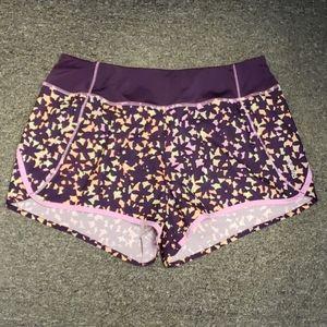 📣 Like new Women's Reebok active shorts size L